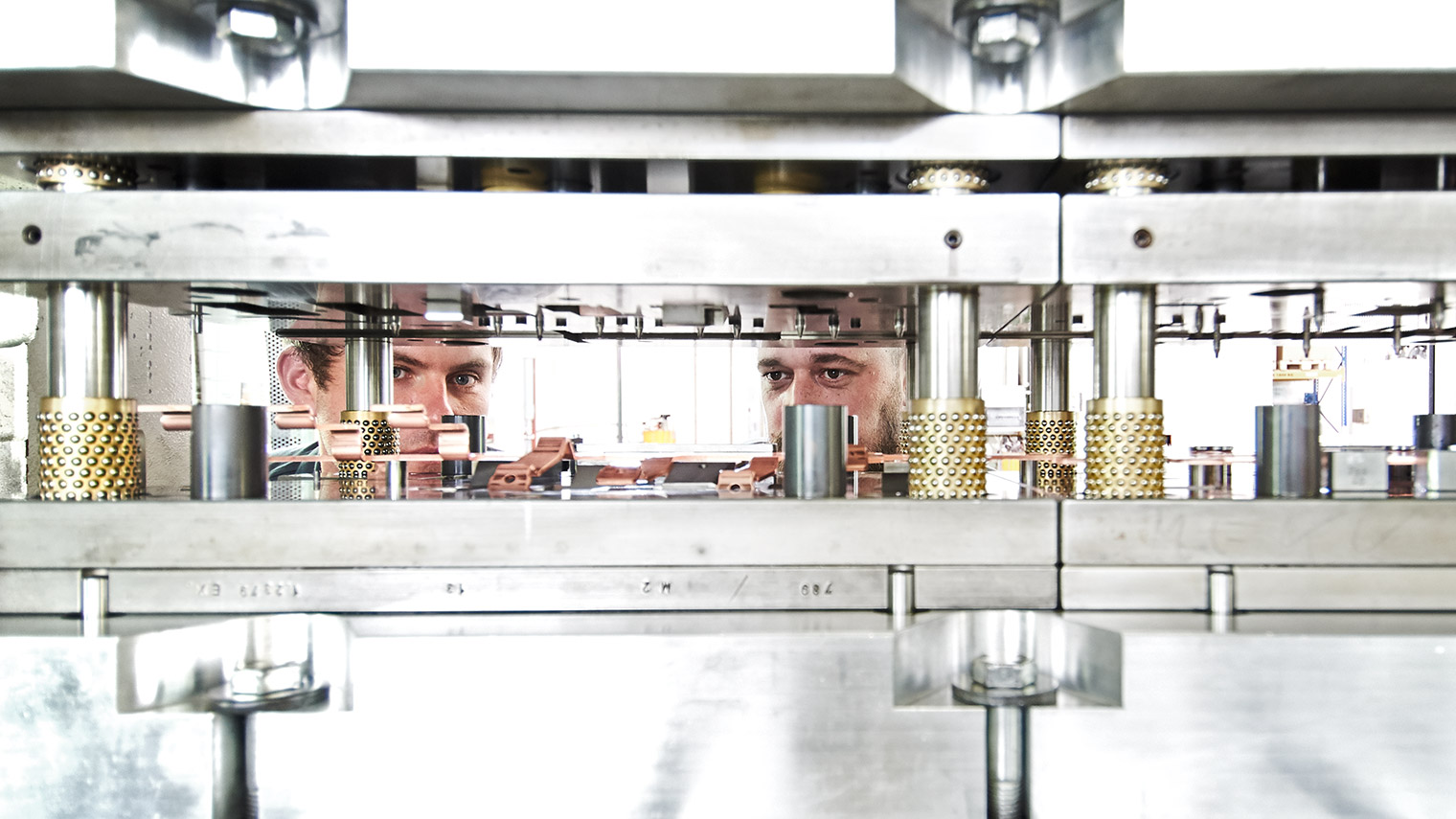 MEKU Metall Stanz- Biege- Umformtechnologie